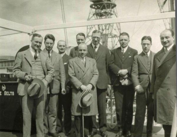 Hypolite Worms au centre et Henri Nitot à droite