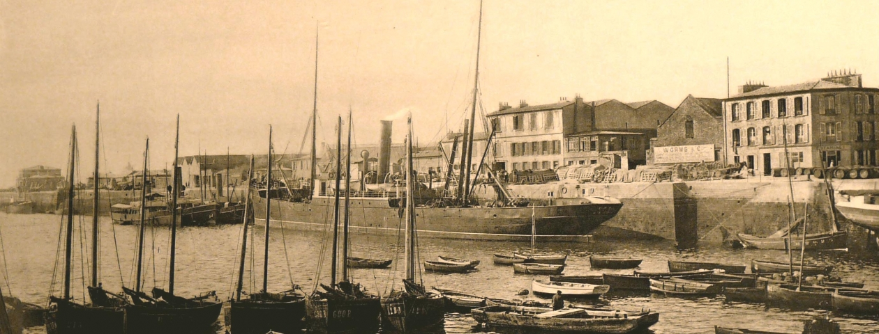 "The steamer ""Emma"" in front of the Worms branch in Brest - 1913"