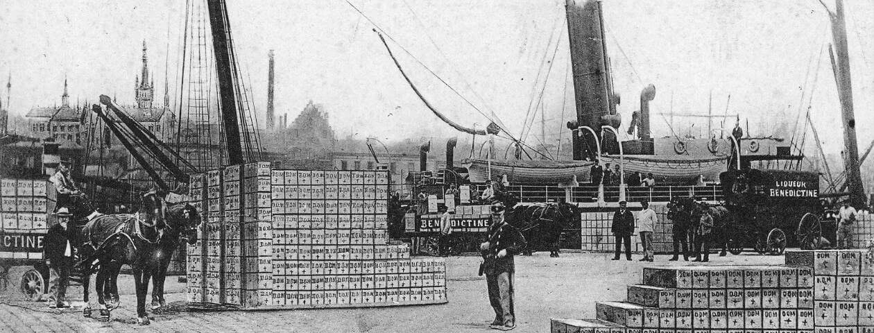 "Fecamp - Loading of cases of ""Benedictine"" aboard a Worms steamer - 1911"